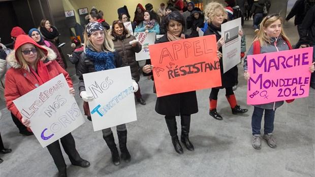 Les femmes marchent contre l 39 aust rit laval l 39 cho de for Table 51 laval